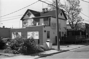 Keyhole Inn at Wilson Boulevard and North Hudson Street